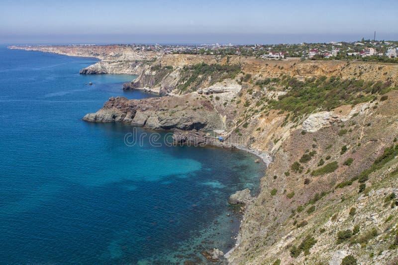 Ακτή Μαύρης Θάλασσας κοντά στην πόλη της Σεβαστούπολης στοκ εικόνα
