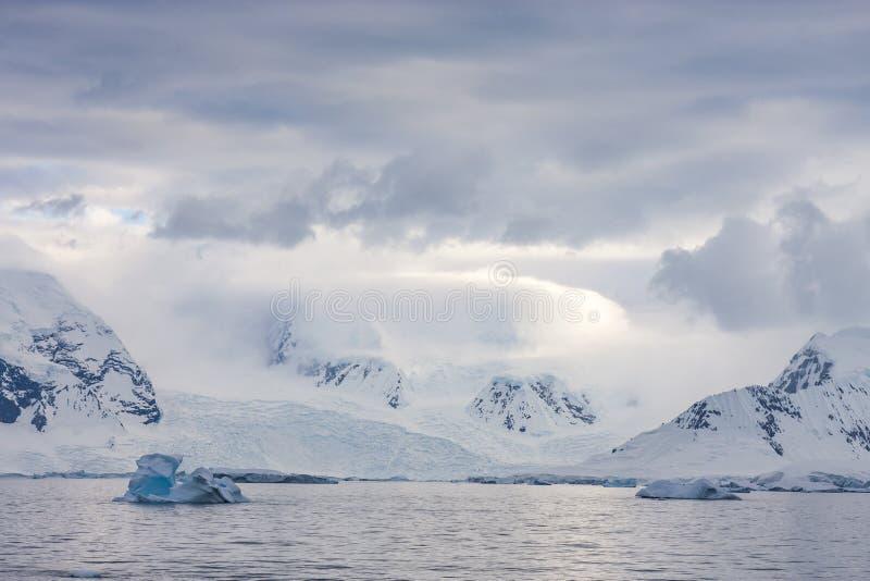 Ακτή της ανταρκτικής χερσονήσου στοκ εικόνες