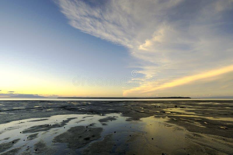 Ακτή της Αλάσκας - δραματικά σύννεφα στοκ φωτογραφία