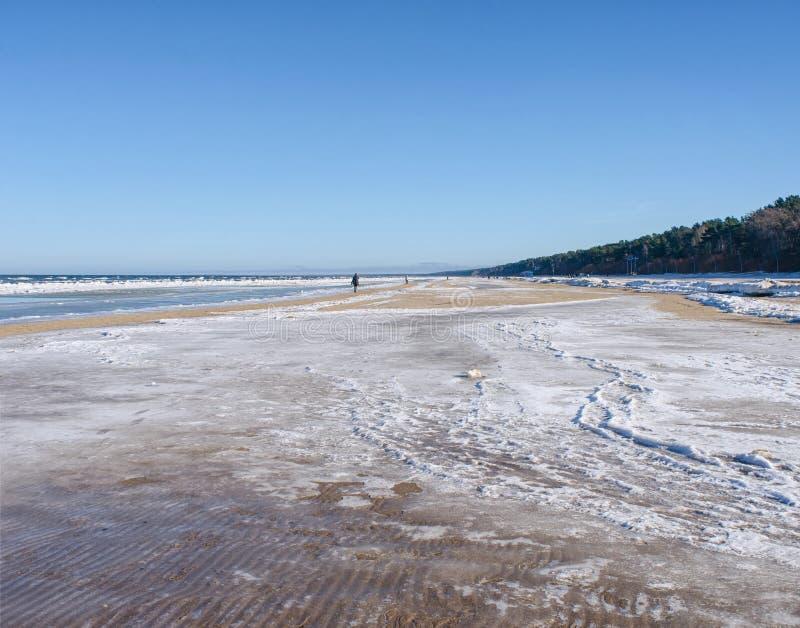 Ακτή της Λετονίας το χειμώνα στοκ φωτογραφίες