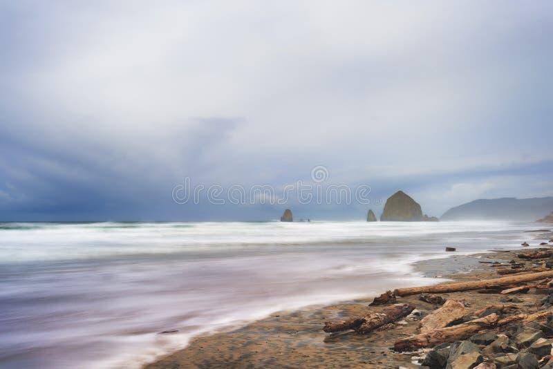Ακτή του Όρεγκον κοντά στην παραλία πυροβόλων στοκ φωτογραφίες