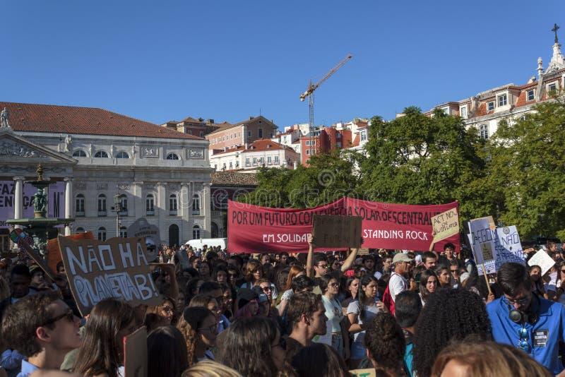 Ακτιβιστές που ζητούν κλιματική αλλαγή σε διαμαρτυρία στη Λισαβόνα στοκ φωτογραφία με δικαίωμα ελεύθερης χρήσης