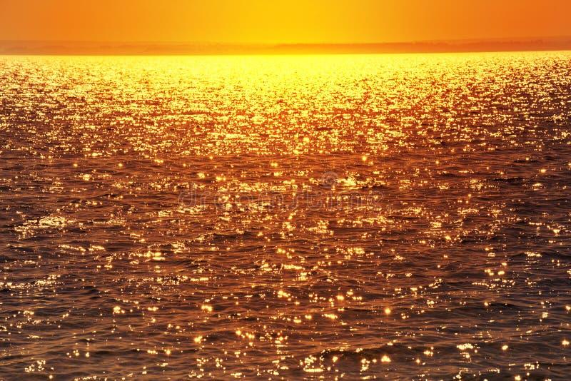 Ακτινοβολώντας νερό στο ηλιοβασίλεμα στοκ φωτογραφία με δικαίωμα ελεύθερης χρήσης