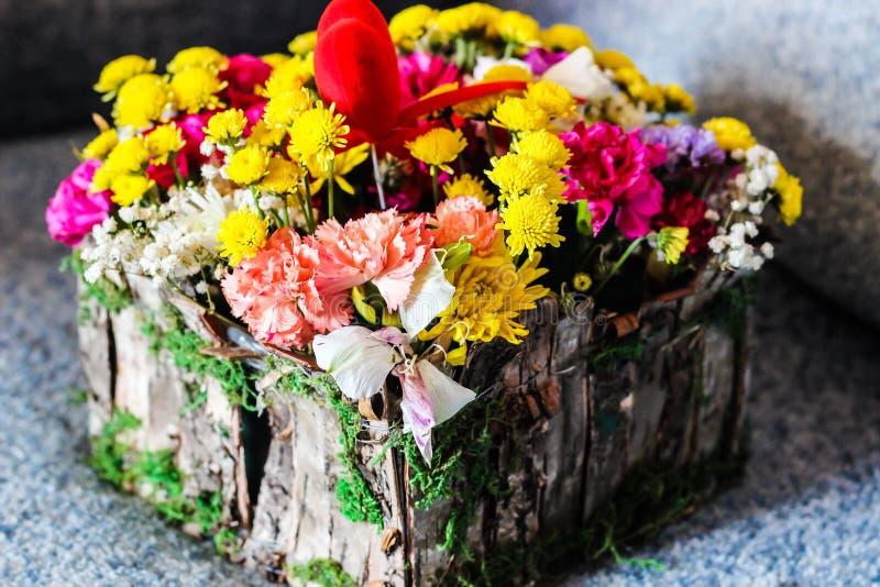 Ακόμα όμορφη ανθοδέσμη ζωής του δώρου ikebana λουλουδιών στοκ εικόνες με δικαίωμα ελεύθερης χρήσης