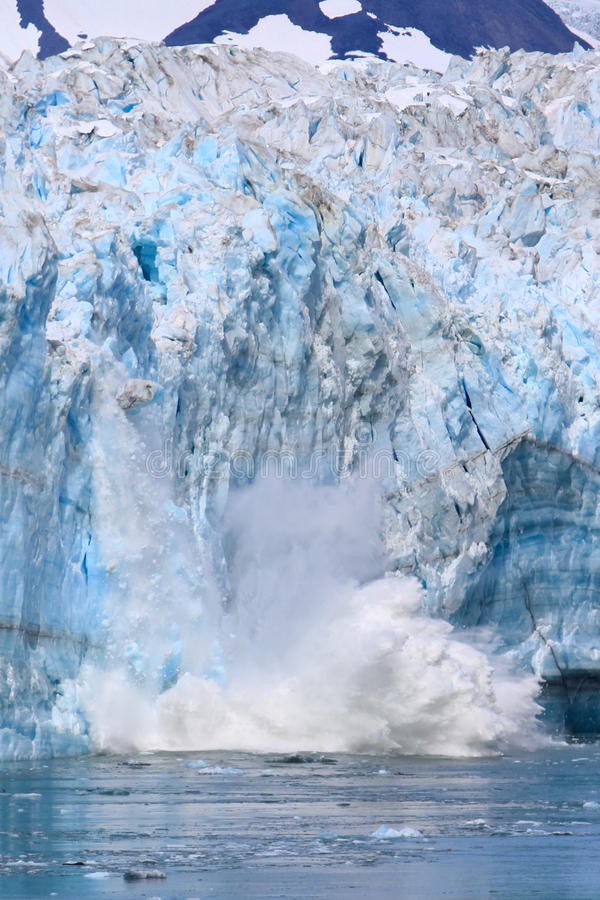 Αλάσκα που γεννά στον παγετώνα Hubbard στοκ φωτογραφία