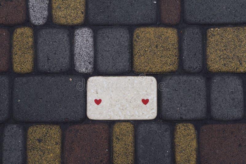 Αλέα από τα ομαλά τοποθετημένα χρωματισμένα τούβλα στοκ φωτογραφίες με δικαίωμα ελεύθερης χρήσης