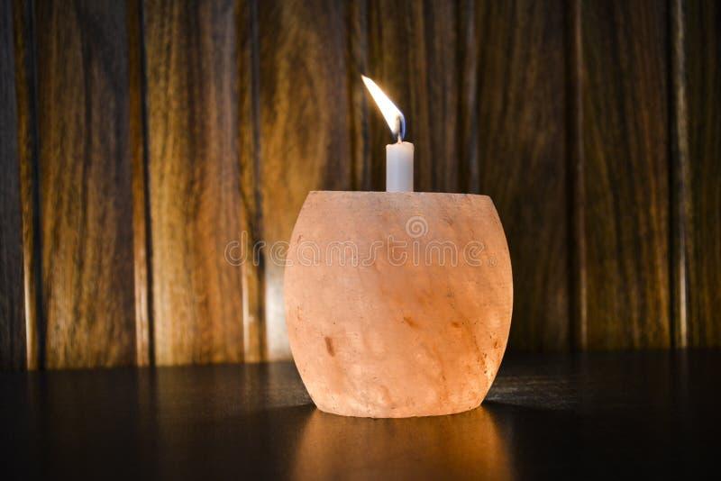 Αλατισμένος κάτοχος κεριών λαμπτήρων Himalayan στοκ φωτογραφία με δικαίωμα ελεύθερης χρήσης