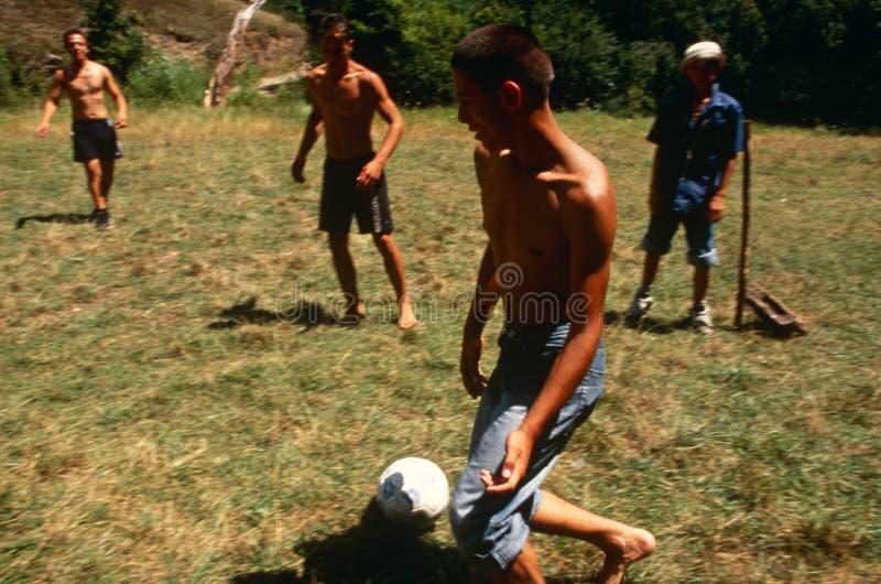 Αλβανικά και σερβικά παιδιά που παίζουν, Κόσοβο. στοκ φωτογραφίες με δικαίωμα ελεύθερης χρήσης