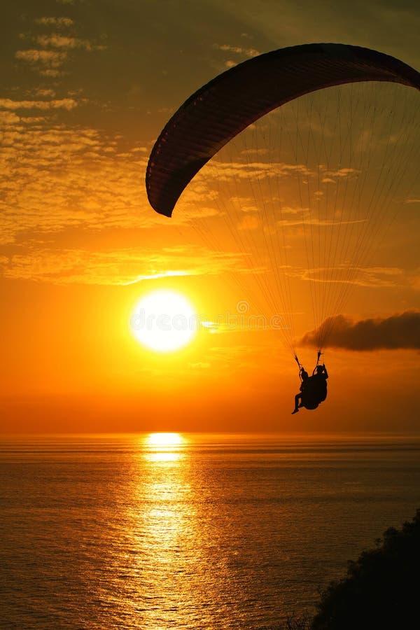 Αλεξίπτωτο και άποψη ηλιοβασιλέματος σε Lombok, Ινδονησία στοκ εικόνα με δικαίωμα ελεύθερης χρήσης
