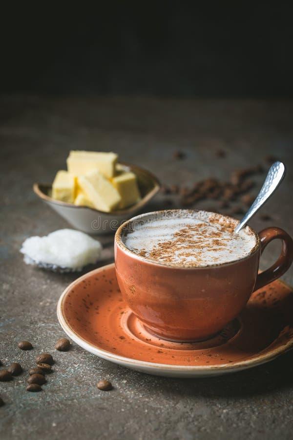 Αλεξίσφαιρος καφές, keto πρόγευμα στοκ φωτογραφίες