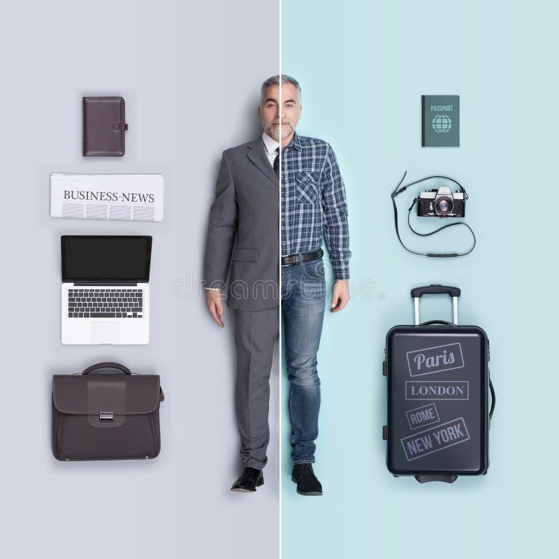 Αληθοφανής αρσενική σύγκριση κουκλών: ανώτατο στέλεχος επιχείρησης και ταξιδιώτης στοκ φωτογραφίες