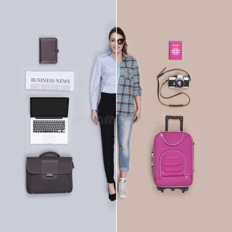 Αληθοφανής θηλυκή σύγκριση κουκλών: επιχειρηματίας και ταξιδιώτης στοκ φωτογραφίες με δικαίωμα ελεύθερης χρήσης