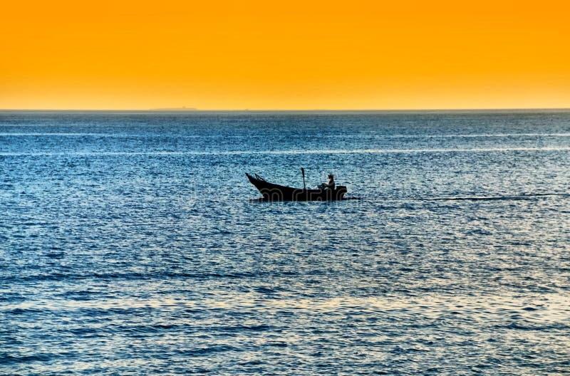 αλιεία βαρκών που απομον στοκ εικόνα