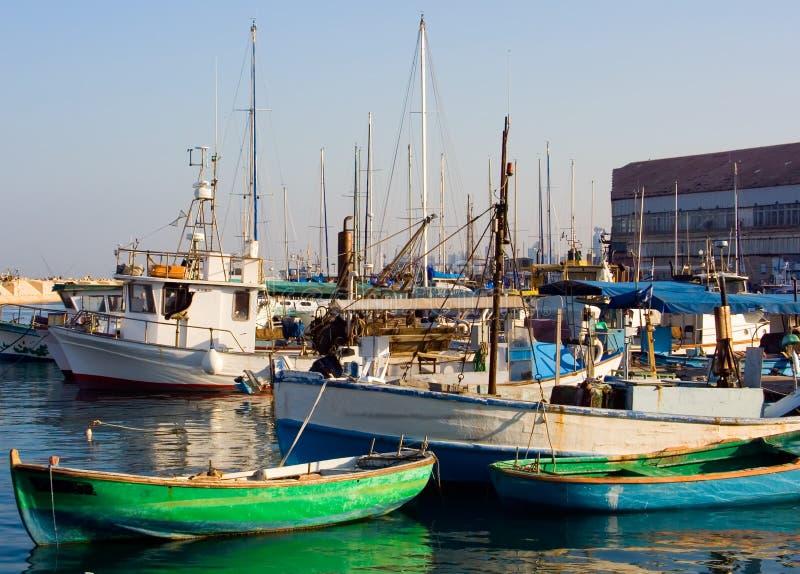 Download αλιεία βαρκών στοκ εικόνα. εικόνα από motorboat, σκοινί - 1530709