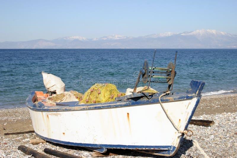 Download αλιεία βαρκών στοκ εικόνες. εικόνα από μικρός, ουρανός, χρώματα - 76480