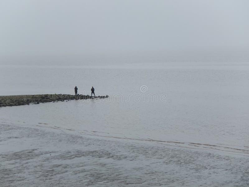 Αλιεία δύο ατόμων στοκ εικόνα με δικαίωμα ελεύθερης χρήσης