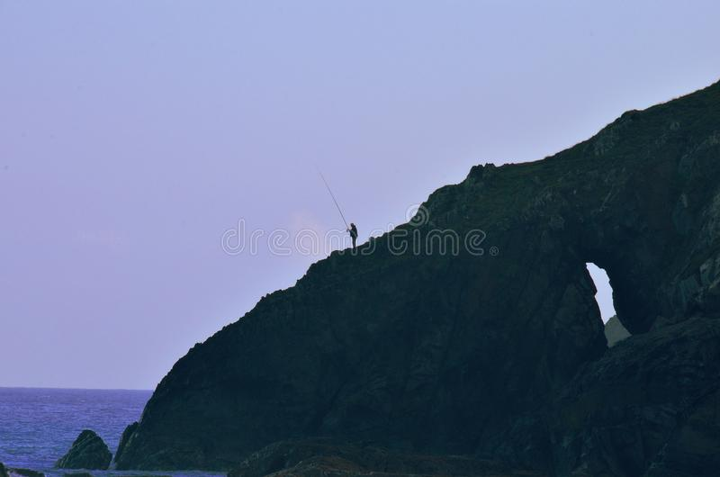 Αλιεία στους βράχους στοκ εικόνα