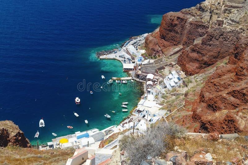 Αλιεία του λιμένα σε Thera Thira, νησί Fira Santorini, Κυκλάδες, νότια Ελλάδα Όμορφο τοπίο, μαύροι ηφαιστειακοί βράχοι, traditio στοκ φωτογραφίες με δικαίωμα ελεύθερης χρήσης