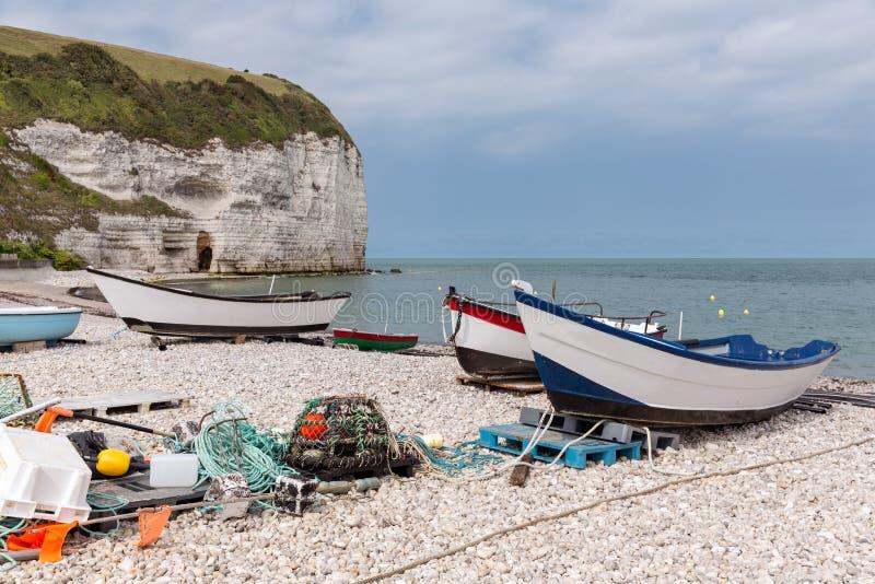 Αλιευτικά σκάφη στην παραλία Yport σε Normandie, Γαλλία στοκ εικόνες