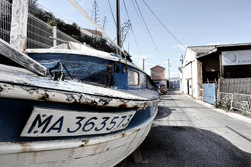 Αλιευτικό σκάφος σε έναν fairing τομέα της περιοχής pharo στη Μασσαλία στοκ φωτογραφία