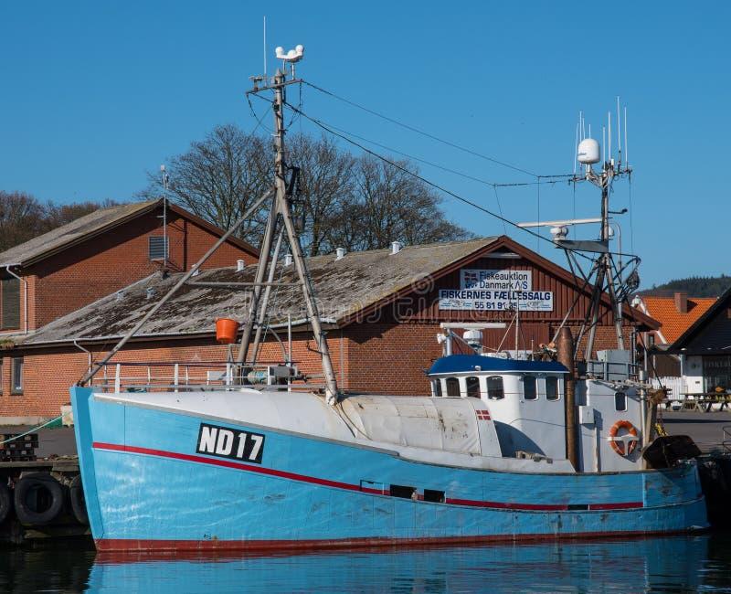 Αλιευτικό σκάφος στο λιμένα Klintholm στη Δανία στοκ εικόνες