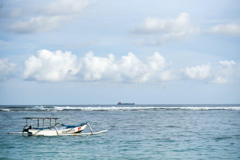Αλιευτικό σκάφος του Μπαλί Jukung παραδοσιακό στοκ εικόνα