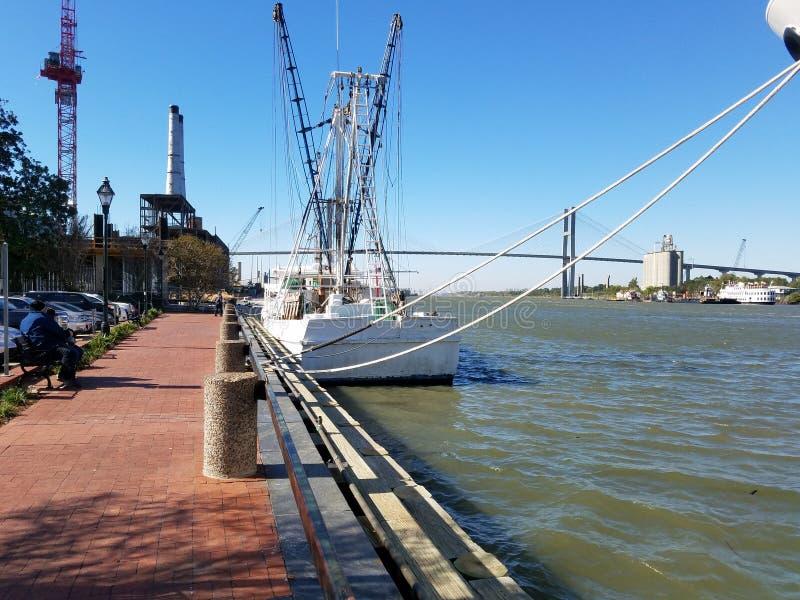 Αλιεύοντας γέφυρα λιμενικής θάλασσας στοκ εικόνα
