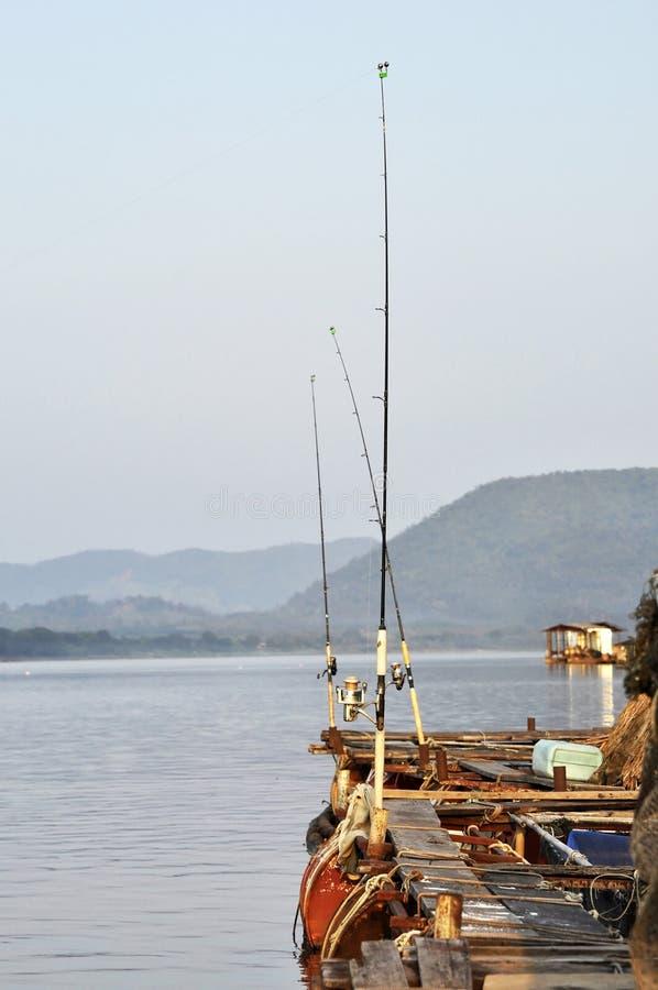 Αλιεύοντας υπαίθριο σύνολο της Ταϊλάνδης ποταμών ράβδων στοκ φωτογραφία