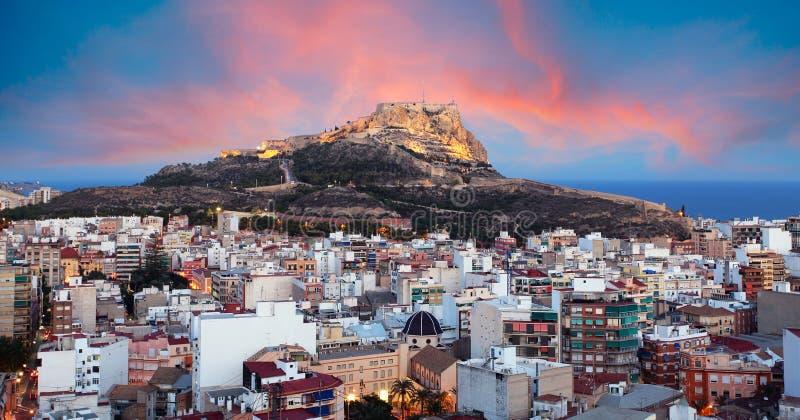 Αλικάντε - Ισπανία, θέα του κάστρου της Σάντα Μπάρμπαρα στο όρος Μπενατσάντι στοκ εικόνες με δικαίωμα ελεύθερης χρήσης