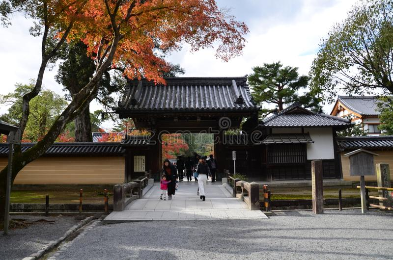 Αλλαγή Ιαπωνία χρώματος φύλλων Kinkakuji στοκ φωτογραφίες