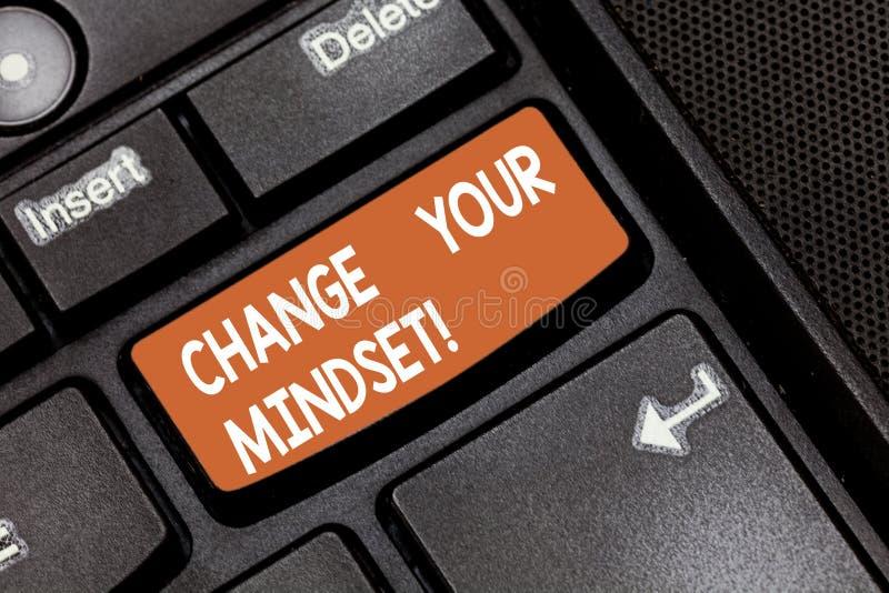 Αλλαγή κειμένων γραψίματος λέξης η νοοτροπία σας Επιχειρησιακή έννοια για τις σταθερές διανοητικές καταδεικνύοντας απαντήσεις τοπ στοκ εικόνα