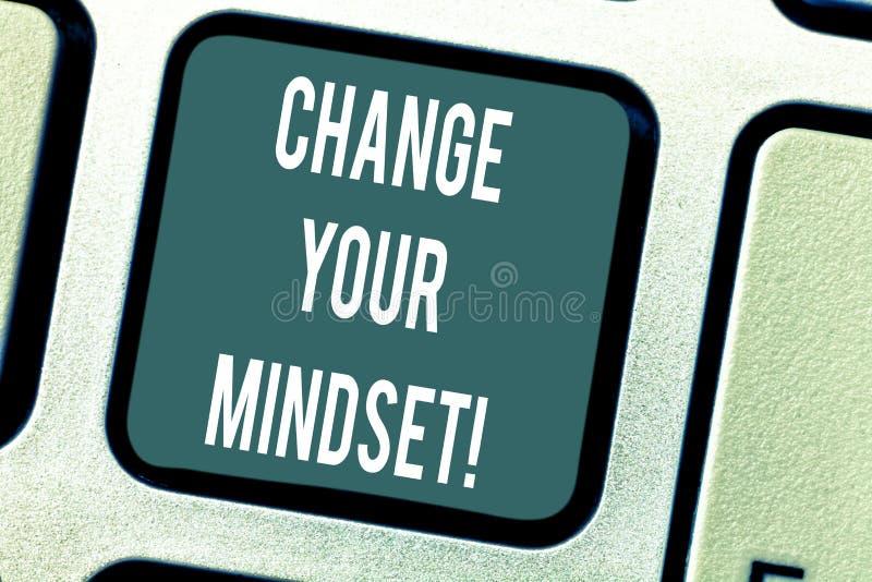 Αλλαγή κειμένων γραψίματος λέξης η νοοτροπία σας Επιχειρησιακή έννοια για τις σταθερές διανοητικές καταδεικνύοντας απαντήσεις τοπ στοκ φωτογραφίες