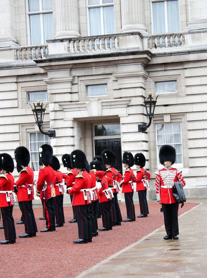 Αλλαγή του Buckingham Palace της φρουράς - Λονδίνο σημαντικά γεγονός-4 στοκ εικόνες με δικαίωμα ελεύθερης χρήσης