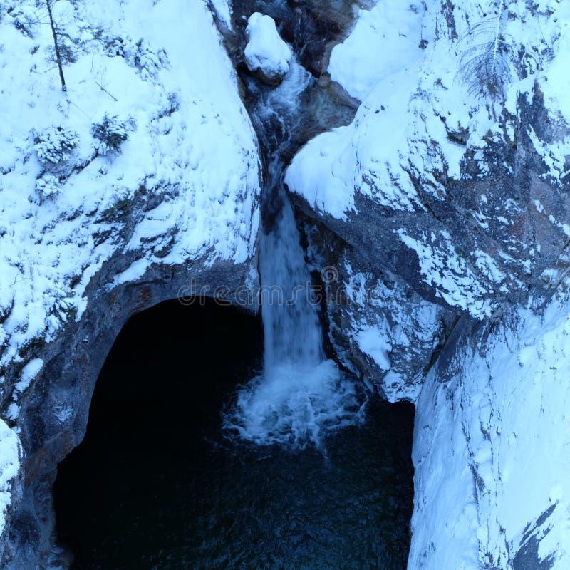 Αλπική άποψη Arial χειμερινών φαραγγιών στοκ εικόνα
