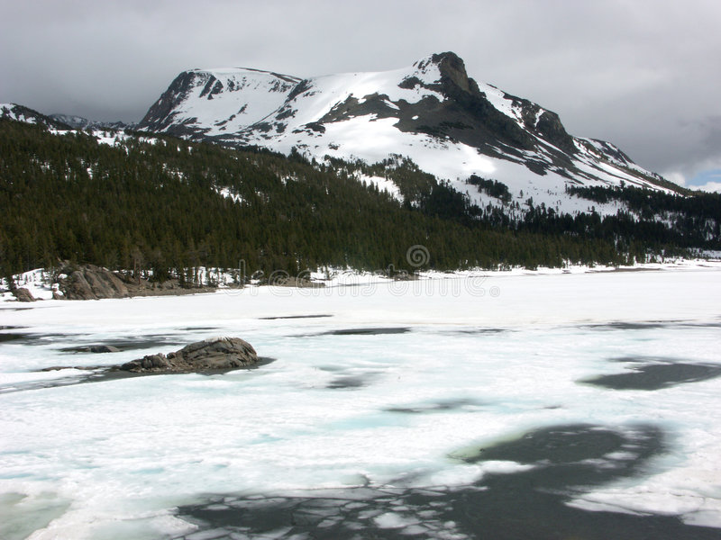 Download αλπική λίμνη στοκ εικόνες. εικόνα από ύδωρ, χειμώνας, οροσειρά - 394084