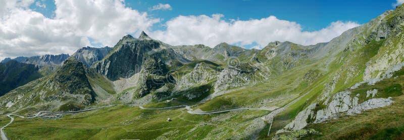αλπικό καλοκαίρι πανοράματος βουνών στοκ εικόνες με δικαίωμα ελεύθερης χρήσης