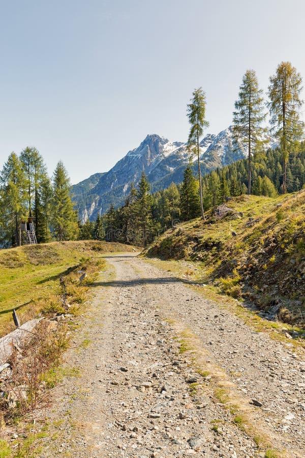 Αλπικό οδικό τοπίο σε δυτικό Carinthia, Αυστρία στοκ φωτογραφία με δικαίωμα ελεύθερης χρήσης