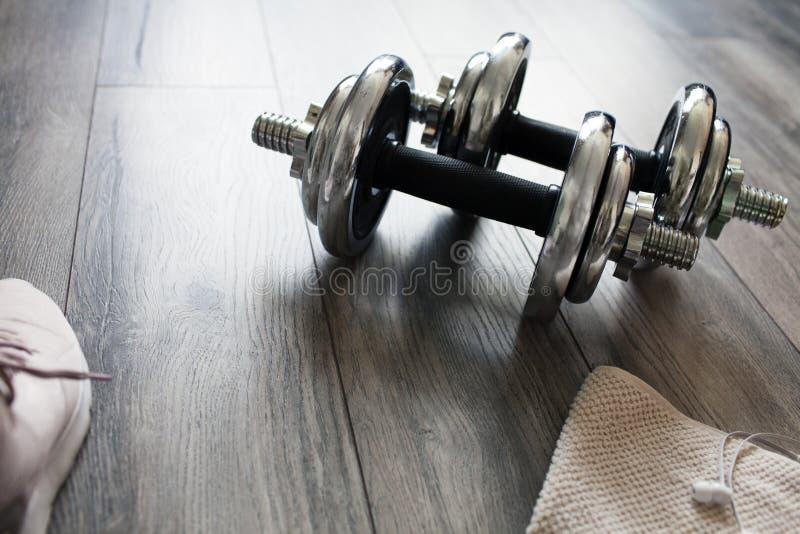 Αλτήρες σε ένα ξύλινο πάτωμα στοκ εικόνες με δικαίωμα ελεύθερης χρήσης