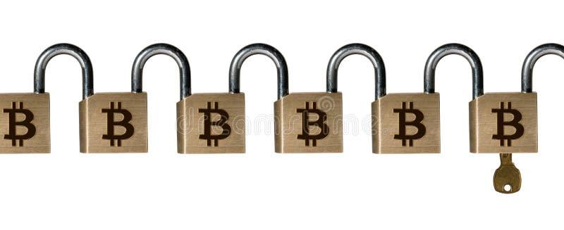 Αλυσίδα των λουκέτων ορείχαλκου με το κλειδί για να επεξηγήσει την επίθεση στο blockchain στοκ εικόνα με δικαίωμα ελεύθερης χρήσης