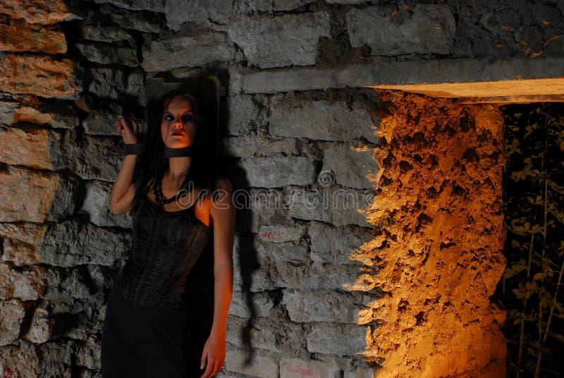 αλυσοδεμένο κορίτσι goth στοκ φωτογραφία με δικαίωμα ελεύθερης χρήσης