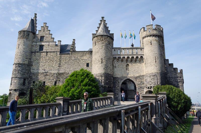 Αμβέρσα, Βέλγιο - 11 Μαΐου 2015: Οι άνθρωποι επισκέπτονται STEEN Castle (Het STEEN) στην Αμβέρσα στοκ φωτογραφία με δικαίωμα ελεύθερης χρήσης