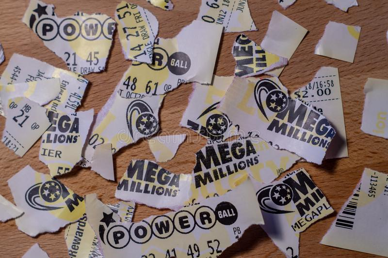 Αμερικανικά εισιτήρια λαχειοφόρων αγορών στοκ φωτογραφία