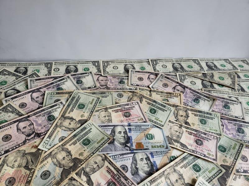 Αμερικανικά τραπεζογραμμάτια δολαρίων των διαφορετικών μετονομασιών, του υποβάθρου και της σύστασης στοκ εικόνα