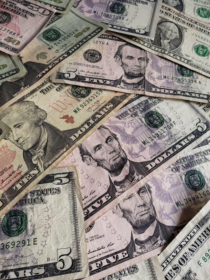 Αμερικανικά τραπεζογραμμάτια δολαρίων των διαφορετικών μετονομασιών, του υποβάθρου και της σύστασης στοκ φωτογραφία με δικαίωμα ελεύθερης χρήσης