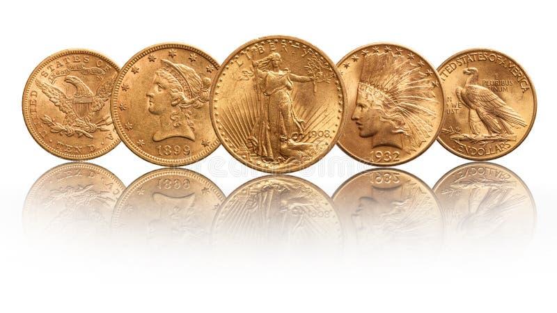 Αμερικανικά χρυσά νομίσματα ινδικό κεφάλι αετών είκοσι δολαρίων διπλό, που απομονώνεται στο άσπρο υπόβαθρο στοκ εικόνες με δικαίωμα ελεύθερης χρήσης