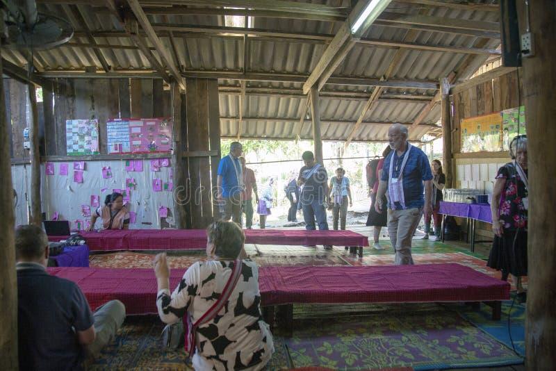 Αμερικανικές επισκέψεις σε μια ταϊλανδική τάξη στοκ φωτογραφία με δικαίωμα ελεύθερης χρήσης