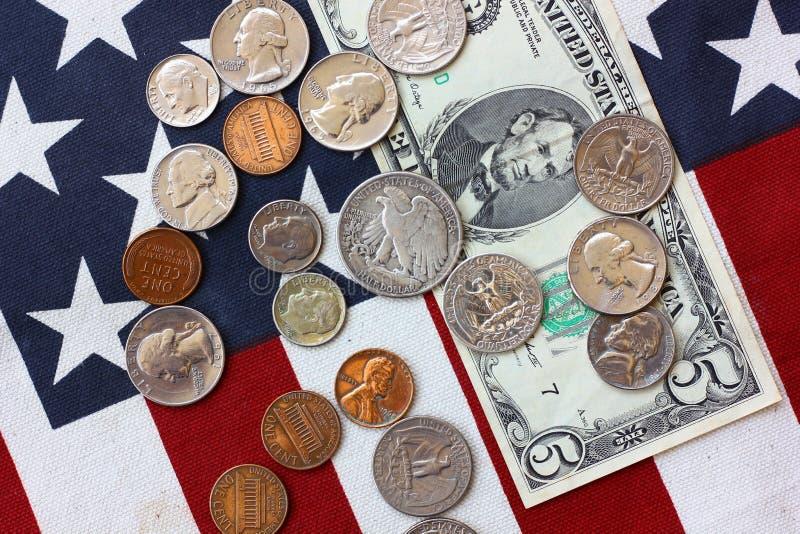 Αμερικανικές κυκλοφορημένες χρήματα παγκόσμιες άγρια περιοχές χρήματα για την πληρωμή, αποταμίευση, νομική επιστροφή στοκ εικόνες με δικαίωμα ελεύθερης χρήσης