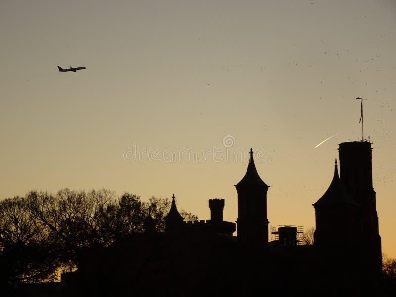 αμερικανικές σημαίες μνημείο Ουάσιγκτον γ cirlce δ Γ Κατά τη διάρκεια του ηλιοβασιλέματος στοκ εικόνα με δικαίωμα ελεύθερης χρήσης