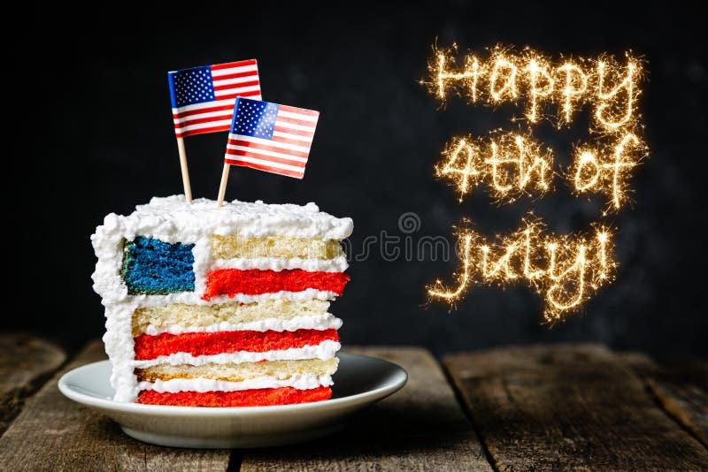 Αμερικανική έννοια εθνικών εορτών - 4η της ημέρα μνήμηςης Ιουλίου, ημέρα εργασίας Βαλμένο σε στρώσεις spounge κέικ στα χρώματα ΑΜ στοκ φωτογραφίες με δικαίωμα ελεύθερης χρήσης