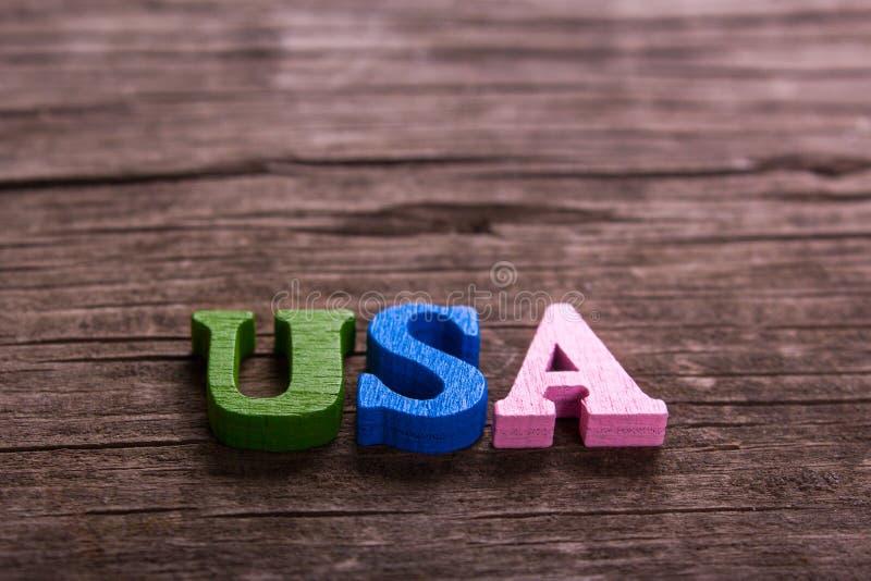 Αμερικανική λέξη φιαγμένη από ξύλινες επιστολές στοκ εικόνα